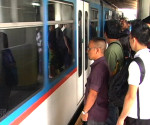 FILE PHOTO: Mga pasahero ng MRT (UNTV News)