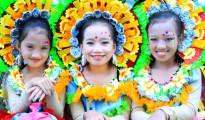 Ilan sa mga kabataan na sumali sa taunang pagdiriwang na ito sa Baguio City, ang Panagbenga Festival. (Jessie Polidario / Photoville International)