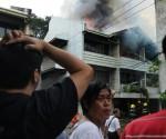 Ang sunog na naganap sa PhilAm, Quezon City nitong Martes ng hapon, April 21, 2015. (Rovic Balunsay / Photoville International)