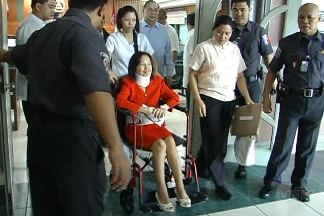 FILE PHOTO: Si former President Gloria Macapagal Arroyo sa paglabas nito matapos ang isang hearing sa Sandiganbayan. (UNTV News)