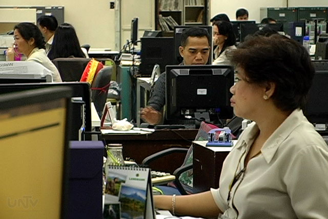 FILE PHOTO: Office workers (UNTV News)