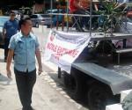 Si MMDA Chairman Francis Tolentino katabi ang earthquake simulator na lilibot sa mga barangay na nasaibabaw ng valley fault system. (REY PELAYO / UNTV News)