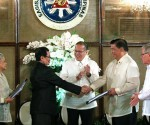 FILE PHOTO: President Benigno S. Aquino lll witnesses Bangsamoro Transition Commission Chairman Mohagher Iqbal hand over of the draft Bangsamoro Basic Law to Senate President Franklin Drilon during the turnover ceremony in Malacañan Palace on September 10, 2014. Witnessing are Secretary Teresita Quintos-Deles, Speaker of the House Feliciano Belmonte, Jr., and Executive Secretary Paquito Ochoa, Jr (not in the picture). (Photo by Gil Nartea / Malacañang Photo Bureau)