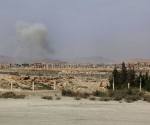 Smoke rises due to what activists said was shelling from Islamic State fighters on Palmyra city, Syria May 19, 2015. REUTERS/Omar Sanadiki
