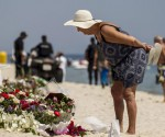 Tuesday, June 30, 2015 A tourist reads messages left at a makeshift memorial at the beach near the Imperial Marhaba resort, which was attacked by a gunman in Sousse, Tunisia, June 29, 2015. REUTERS/Zohra Bensemra