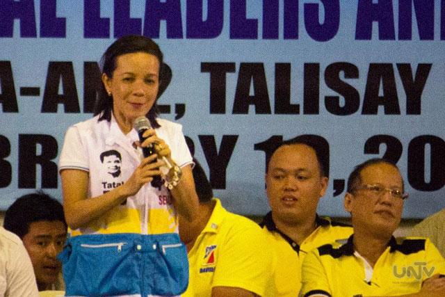 FILE PHOTO: Si Senator Grace Poe Llamanzares kasama ang Pangulong Aquino at ang Team PNOY sa isang campaign rally sa Cebu. (JAMES VERCIDE / Photoville International)