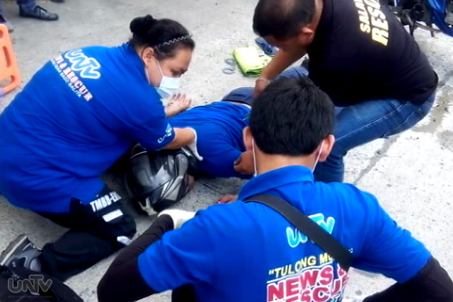 Ang pagresponde ng UNTV News and Rescue Team Cavite sa isang motorcycle accident sa Dasmariñas nitong Martes ng hapon, August 11, 2015. (UNTV News)