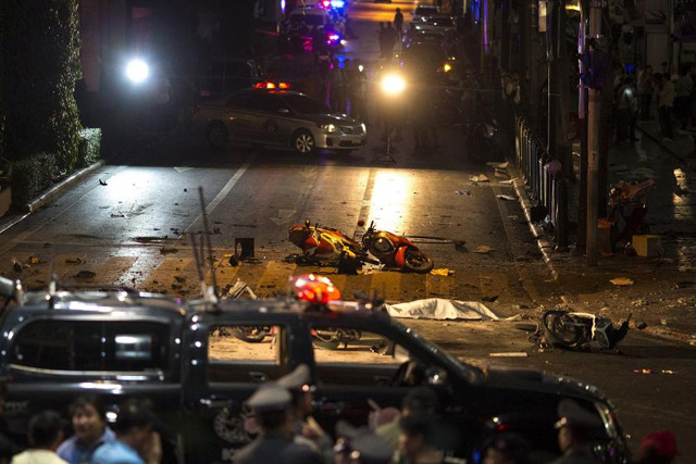 The body of a victim is covered with white sheet as security forces and emergency workers gather at the scene of the blast in central Bangkok August 17, 2015. REUTERS/Athit Perawongmetha