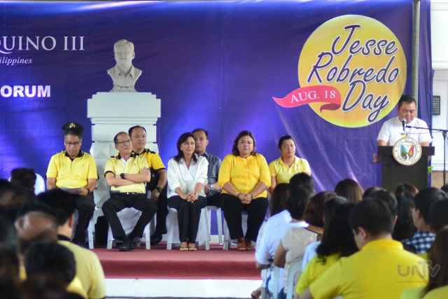 Bahagi ng paggunita ng Jesse Robredo Day sa Naga City na dinaluhan ng Pangulong Benigno Aquino III, Sec. Mar Roxas, Rep. Leni Robredo at iba pang government officials, emplayado at ng mga mamamayan doon nitong Martes, Agusto 18, 2015. (Allan Manansala  / Photoville International)
