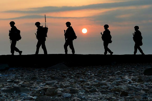 South Korean marines patrol along a bank of a shore on Yeonpyeong island just south of Northern Limit Line (NLL), South Korea, August 23, 2015. REUTERS/MIN GYEONG-SEOK/ NEWS1