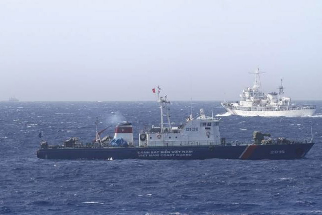 A ship (top) of Chinese Coast Guard is seen near a ship of Vietnam Marine Guard in the South China Sea, about 210 km (130 miles) off shore of Vietnam in this May 14, 2014 file photo. REUTERS/NGUYEN MINH