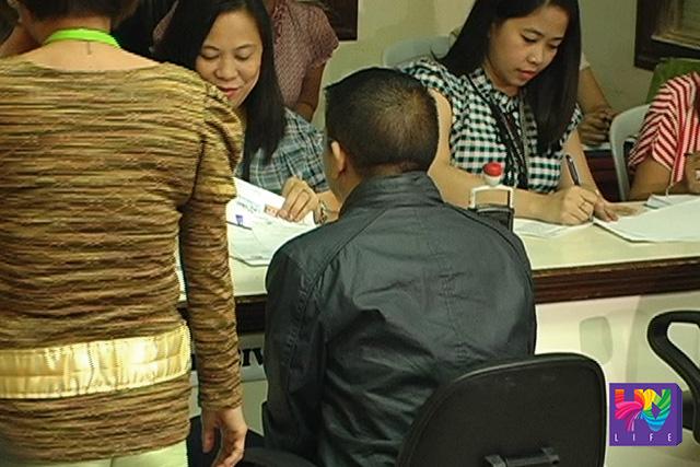 FILE PHOTO: Si Senator Chiz Escudero noong 2012 sa pagpa-file ng COC. (UNTV News)