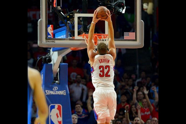 Oct 29, 2015; Los Angeles, CA, USA; Los Angeles Clippers forward Blake Griffin (32) dunks in the first half of the game against the Dallas Mavericks at Staples Center. Mandatory Credit: Jayne Kamin-Oncea-USA TODAY Sports