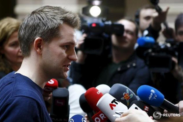 Austrian data activist Max Schrems talks to the media in the courthouse after his trial against Facebook in Vienna April 9, 2015. REUTERS/LEONHARD FOEGER