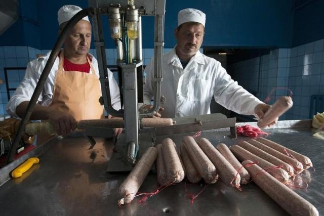 Employees make sausages at a meat processing plant run by the Belarussian Republican Union of Consumer Societies in the town of Kletsk, Belarus July 1, 2015. REUTERS/VASILY FEDOSENKO