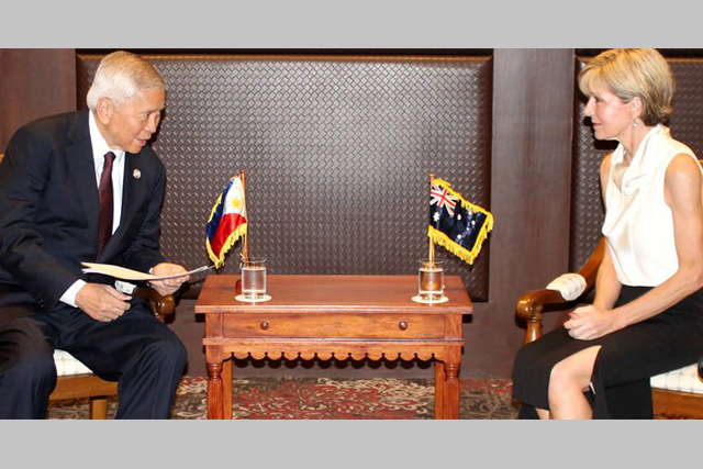 Philippine Foreign Affairs Secretary Albert F. del Rosario met with Australian Foreign Minister Julie Bishop on November 17 to discuss preparations for the APEC Economic Leaders Meeting (AELM) in Manila.