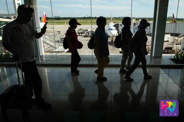 Imbitado sa gagawing Senate hearing sa laglag bala o tanim bala scam ang mga nabiktima. Airport file photo by Kenji Hasegawa / Photoville International)