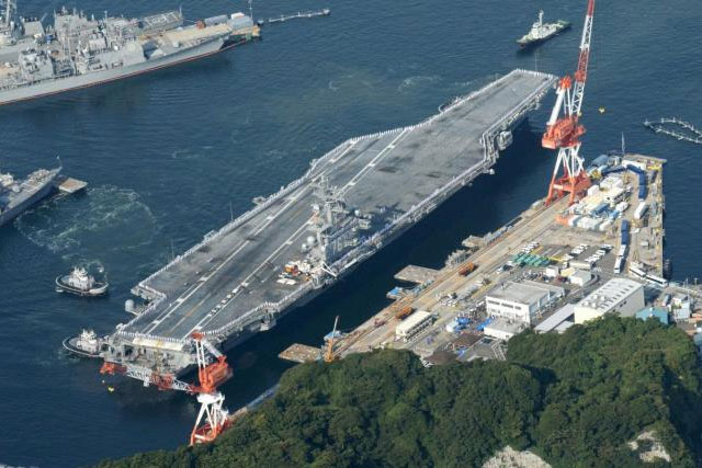 The USS Ronald Reagan, a Nimitz-class nuclear-powered super carrier, arrives at the U.S. naval base in Yokosuka, south of Tokyo, Japan, in this aerial view photo taken by Kyodo October 1, 2015. REUTERS/KYODO