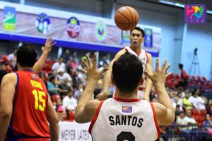 MMDA's Big Step Cyril Santiago for a kick off pass inside to Ronee Santos. (Webster Moldez / Photoville International)