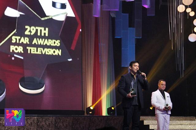 Si ASOP host Richard Reynoso sa pagtanggap ng parangal na Star Awards Best Talent Search Program. (ROVIC BALUNSAY / Photoville International)