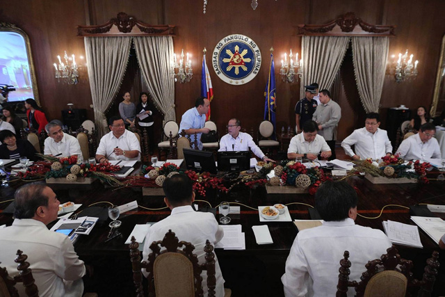 President Benigno S. Aquino III presided over today's National Economic and Development Authority (NEDA) Board meeting at the Aguinaldo State Room in Malacañan Palace. (Photos by the Malacañang Photo Bureau.)