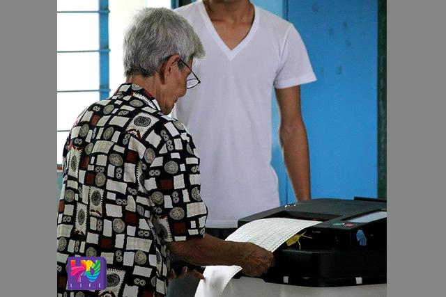FILE PHOTO: A senior citizen in Cebu inserting her ballot to the Precinct-Count Optical Scanner (PCOS) machine. (ROMALDO MICO SOLON / Photoville International)