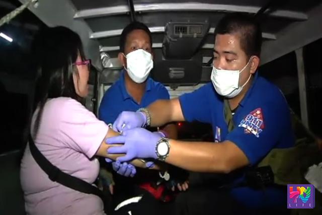 Ang paglapat ng first aid ng UNTV News and Rescue Team-Bulacan sa biktima ng aksidente sa area ng Balagtas.
