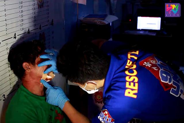 Ang paglapat ng first aid ng UNTV News and Rescue Team Iloilo sa isang lalaking nabugbog.