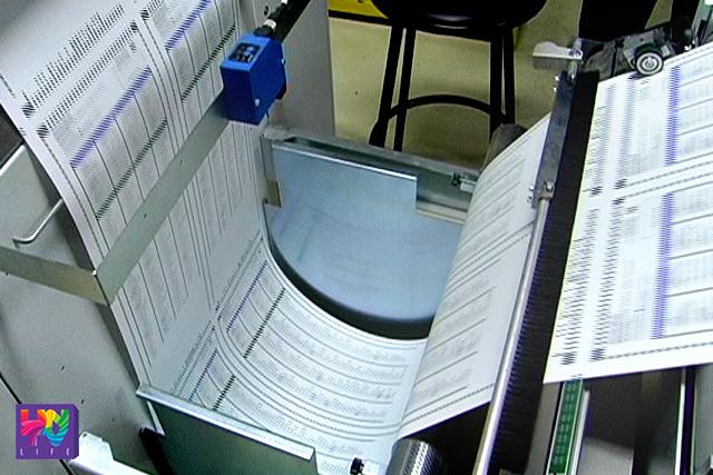Itinakda ng COMELEC ang simula ng pag-imprenta sa balota sa February 1.   FILE PHOTO: Printing of ballots at NPO