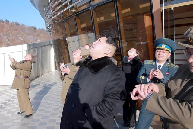 North Korean leader Kim Jong Un (C) watches a long range rocket launch into the air in North Korea, in this photo released by Kyodo February 7, 2016. REUTERS/Kyodo