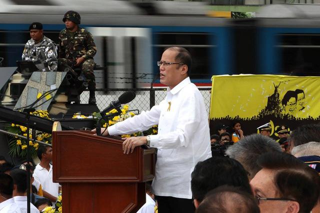 Si Pangulong Benigno Aquino III sa kanyang pagbibigay ng pananalita sa pagdiriwang ng ika-30 anibersaryo ng EDSA People Power Revolution. (Benhur Arcayan/ Malacañang Photo Bureau)
