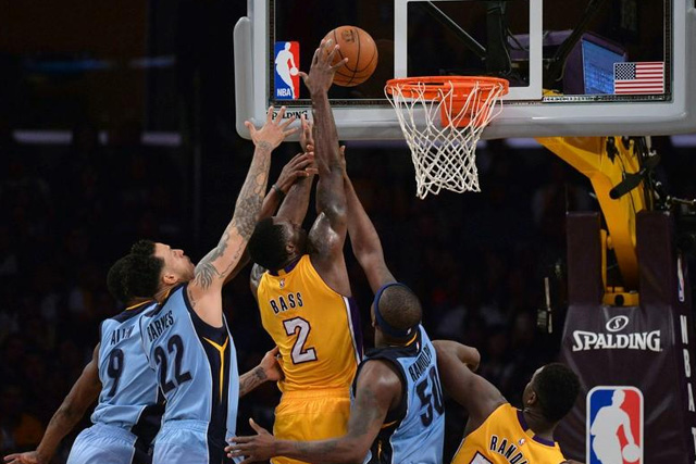 Lakers power past short-handed Grizzlies | UNTV News