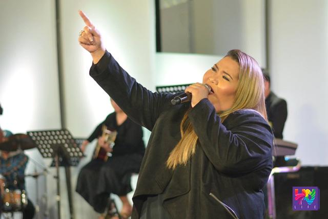 "The Voice Season 1 contender at MCA Music Artist Janice Javier, interpreter ng tinanghal na ASOP Song of the Month ""Tanging Ligaya"". (Madz Milana / Photoville International)"