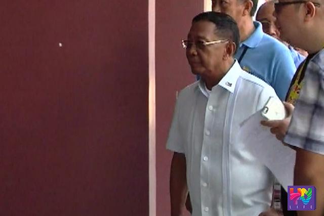 Ang pagdating ni Vice President Jejomar Binay sa venue ng P-presidential debate sa Cebu.  (UNTV News)