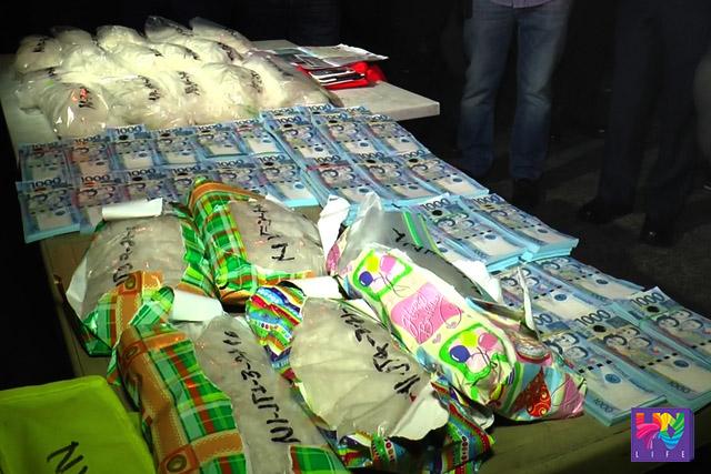 Ang nasabat na high-grade na hinihinalang 20 kilo ng shabu na may street value na 100 milyong piso kasama ang apat na milyong piso na marked money sa operasyon ng PNP RAID-SOTG.