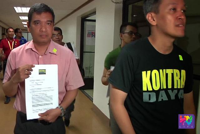 Si Danilo Arao kasama ang iba pang miyembro ng Kontra Daya.