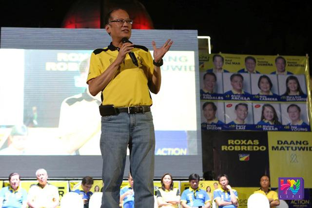 Nagtalumpati si Liberal Party Chairman at Pangulong Benigno S. Aquino III sa isang pagtitipon kasama ang mga local leaders sa Cebu Provincial Capitol Grounds noong Miyerkules (April 27). (Kuha ni: Robert Viñas /Lauro Montellano Jr / Malacañang Photo Bureau)