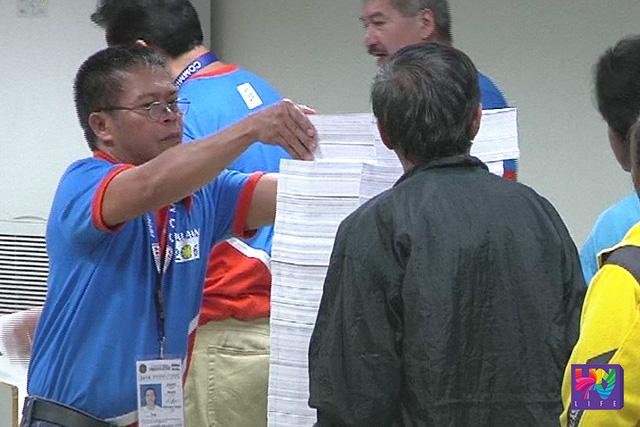 Bahagi ng proseso ng pag-iimprenta ng mga balota para sa 2016 election.