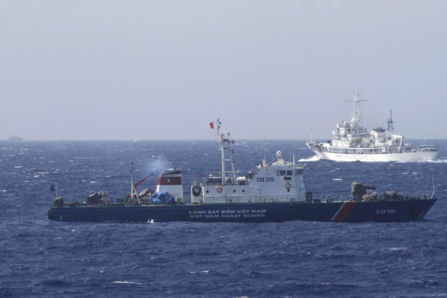 FILE PHOTO: A ship (top) of the Chinese Coast Guard is seen near a ship of the Vietnam Marine Guard in the South China Sea, about 210 km (130 miles) off the shore of Vietnam, in this May 14, 2014 file photo. REUTERS/Nguyen Minh/Files