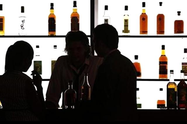 FILE PHOTO: Liquor bar (REUTERS)