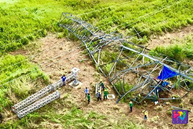 Kita sa aerial shot ang pinsalang natamo ng transmission tower ng NGCP na binomba ng di pa nakikilalang grupo sa Lanao del Sur, Mindanao.