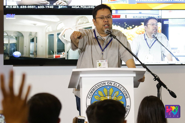 Commission on Elections Director of Education and Information Department (EID), James B. Jimenez answer questions from the people about the problems encountered in voting for the Philippine National and Local Elections of 2016 at the National Board of Canvassers, Philippine International Convention Center, Pasay City, Philippines on May 9, 2016. (Photoville International / Prince Marquez)