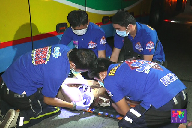 UNTV News and Rescue Team braces the victim's neck with a collar after an accident in EDSA Balintawak on Monday, May 30, 2016. UNTV NEWS
