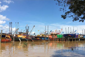 Malaysian fishing boats moored at the Bintulu fishing jetty to land their catch on May 5, 2016. REUTERS/JOSEPH SIPALAN