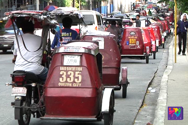 Tricycles form in queue in  a station in Quezon City. (UNTV News)