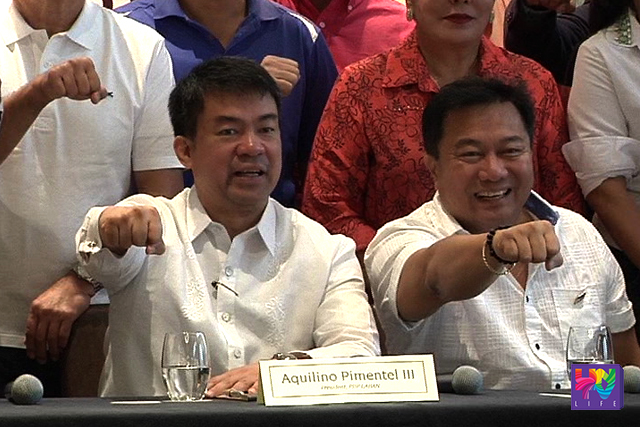 Sen. Aquilino 'Koko' Pimentel (left) and Sen. JV Ejercito (right) gestures PDP-Laban sign. (UNTV NEWS)