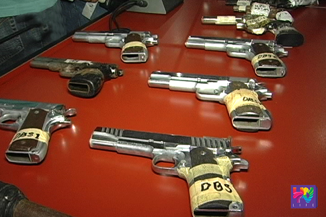 Confiscated guns were piled up on the table. (UNTV NEWS)
