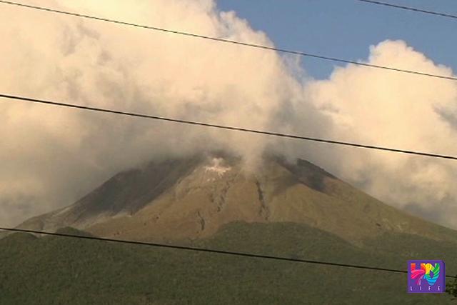 Mount Bulusan spews ash as seen in a photo taken in Sorsogon on Friday, June 10, 2016. (UNTV NEWS)