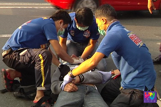 UNTV News and Rescue Team administered first aid to a motorcycle rider who was a victim of hit-and-run in Quezon City on Thursday, June 16, 2016.