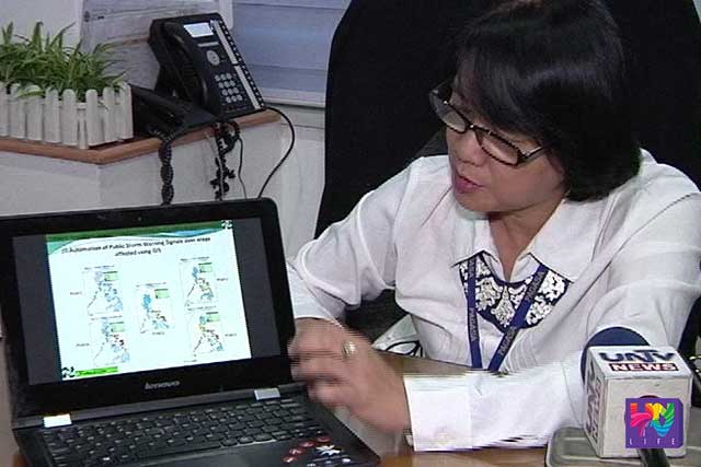 PAGASA Weather Division Chief Esperanza Cayanan demonstrates the Geographic Information System.